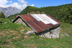 Pans des Modzons (bulbocode909) Tags: valais suisse ovronnaz pansdesmodzons cabanes chalets alpages montagnes nature paysages printemps forêts arbres nuages vert bleu