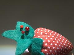 three red pinheads (Elisabeth patchwork) Tags: smileonsaturday redroundtrio three red pinheads strawberry polkadots