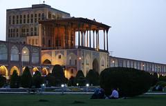 DSC09476 (Dirk Rosseel) Tags: aliqapu palace esfahan isfahan iran persia persian iranian bluehour square imam