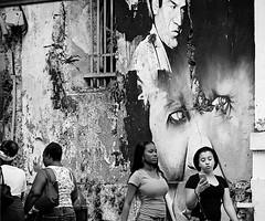 DSC_8222 Les passantes. (Florent Metro) Tags: street art streetart eyes regard