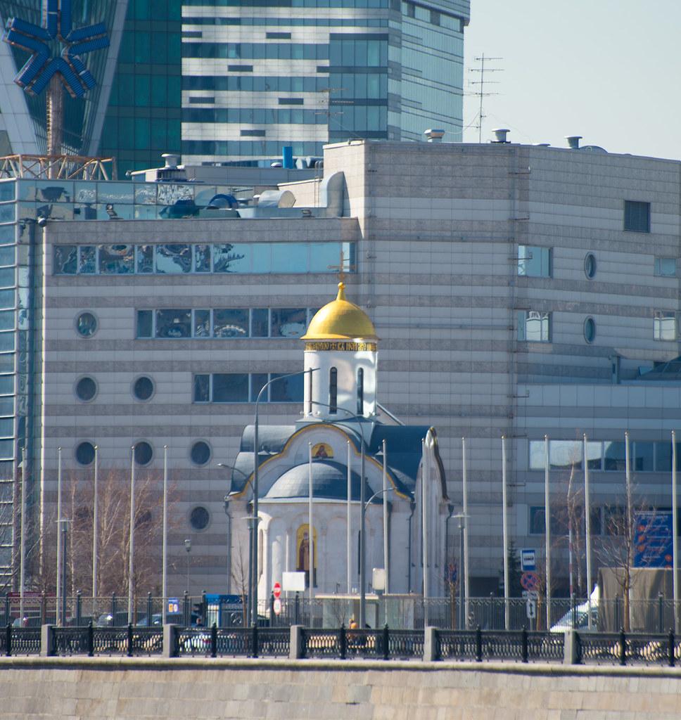 фото: Храм преподобного Серафима Саровского на Краснопресненской набережной (Москва)