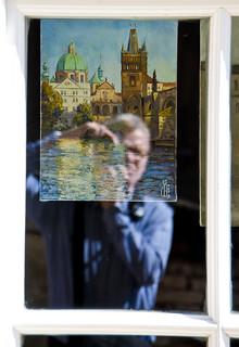 Autoretrat amb art txec / Selfie with Prague painting