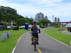 八里自行車道.阿仲 (nk@flickr) Tags: friend taiwan cycling 台北 台湾 taipei 八里 bali 台灣 20180715 canonefm22mmf2stm