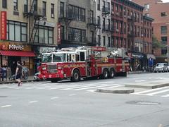 201807001 New York City Chelsea with FDNY firetruck (taigatrommelchen) Tags: 20180727 usa ny newyork newyorkcity nyc manhattan chelsea icon urban city street fdny firetruck