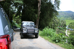 a passing jeep (JadeTans) Tags: brinchang cameronhighlands bohpalasteacenter teaplantation tea jeep bohtea boh