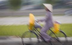 Traffic, Saigon (Rossyplaya) Tags: carretera movimiento movement vietnam saigon desenfoque streetphotograpy traffic trafico streetphoto bici