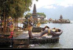 Pura Ulun Danu Bratan, Bali, Indonesia (JH_1982) Tags: pura ulun danu bratan shaivite water temple shaivism hinduism hindu tempel lake bedugul dewi shiva dragon dragons historic architecture landmark building see shore statue statues religion religious spiritual wassertempel tourism tourist attraction bratansee bali 巴厘岛 バリ島 발리섬 бали indonesia indonesien indonésie 印度尼西亚 インドネシア 인도네시아 индонезия