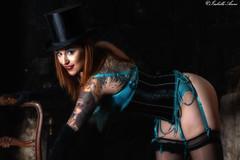 Laurine Burlesque (isabelleanno) Tags: plume burlesque fille cabaret bleu