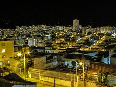 CIDADE À NOITE... (carlos.ufmg) Tags: noite lights luzes cidade city paisagemurbana paisagem urbana townscape canon powershot sx40hs sx40 carobrod brazil 2018 night