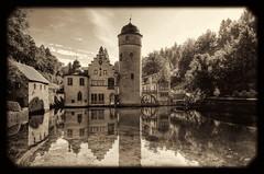 Mespelbrunn - Schloss Mespelbrunn 07 (Daniel Mennerich) Tags: bayern bavaria mespelbrunncastle schlossmespelbrunn mespelbrunn