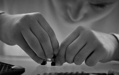 Máxima concentración... (esterc1) Tags: 7dwf niño lego jugar construir concentración manos smileonsaturday busyhands