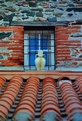 COLLIOURE WINDOW WALL ROOF (patrick555666751 THANKS FOR 5 000 000 VIEWS) Tags: catalogne catalans catalan catalunya catalonia cote cotlliure collioure vermeille roussillon rossello patrick555666751 patrick55566675 paisos colliourewindowwallroof pays fenetre finestre ventana fenster window wall facade toit roof tuile stone piedra pierre mediterranean mediterraneo mediterranee france europa europe pyrenees orientales dwwg