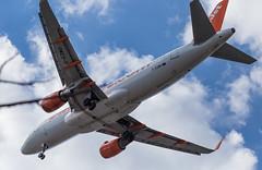 Landeanflug (wpt1967) Tags: airbusa320214 berlin eos6d flieger flugzeug juni2018 knutschi landeanflug blauerhimmel bluesky canon100mm kutschi plane wpt1967