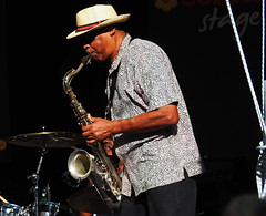 Il sassofonista - The saxophonist (Ola55) Tags: ola55 italy perugia giardinicarducci palco stage musica music saxophon sassofono musicista musician rockindopsiethezydecotwisters conadstage umbriajazz2018 suonare playing jazz strumentimusicali musicalinstruments spettacolo show italians persone people