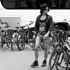 bang (every pixel counts) Tags: 2018 berlin street bicycle everypixelcounts blackandwhite 11 capital eu city style prenzlauerberg square day blackwhite man hat curls people bw sunglasses rue fashion germany europa berlinalive daylight shirt hair bn urban vélo