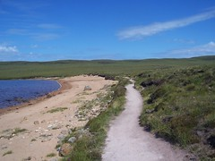 Loch a'Mhuilinn, Walk to Sandwood, North West Sutherland, July 2018 (allanmaciver) Tags: loch mhuilinn sand water path weather warm sunny scotland sutherland north west clouds walk enjoy admire allanmaciver remote