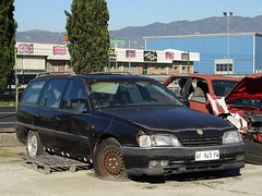 1992 Opel Omega 1.8i Diamond Caravan (Alessio3373) Tags: abandoned abandonment abandonedcars autoabbandonate unused unloved neglected forgotten forgottencars scrap scrapped scrappedcars junk junkcars junkyard rust rusted rustycars opel opelomega opelomegacaravan opelomega18idiamond autoshite