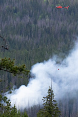 2018-06-29 K3 Colorado (551) (Paul-W) Tags: helicopter n669ac fire wildfire forestfire smoke rockymountainnationalpark 2018 bucket water coloradoriver colorado redhelicopter rope trees mountain burning