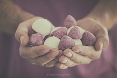 Holding (Graella) Tags: holding sweet caramelos manos hands mans portrait violet lila purple morado