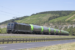 D RTB 185 574-1 Himmelstadt 03-07-2018 (peters452002) Tags: peters452002 trains train trein treinen twop transportation traxx duitsland railways railway railroad railroads rail rts eisenbahn etrain elok spoor spoorwegen jalalspagestransportationalbum lokomotive lokomotief locomotive bahnhof clickcamera cargo bayern ferrovia