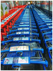 Sickla / Sweden (staffangreen) Tags: sickla eu nacka stockholm köpcentrum semester sommar juli streetphoto blue red mat röd blå ica shoppingcart shopping swe sweden kundvagn color färg