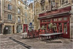 tôt le matin, le Café Gourmand ... (miriam ulivi) Tags: miriamulivi nikond7200 france nuovaaquitania poitiers streetscene