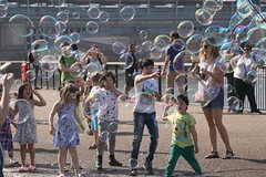 Having fun with bubbles (Ce Rey) Tags: bubbles london street callejera 15 challenges winner