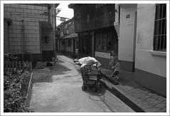 六灶03 (nickthepluto) Tags: film shanghaigp3 zeiss ikon zm biogon 2828 no6stove 六灶 blackwhite