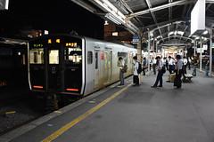 JR Kyushu 817 (V022), Nagasaki (Howard_Pulling) Tags: japan rail railway zug bahn train trains trainsinjapan japanese howardpulling photo picture gare