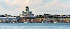 Helsinki; Waterfront (drasphotography) Tags: helsinki finland waterfront harbour hafen church cathedral kirche kathedrale drasphotography chiesa baltic sea travel travelphotography reise reisefotografie nikon d810 nikkor70200mmf28 sky cielo water city cityscape
