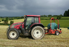 Valtra + Taarup 7640 (Philippe-03) Tags: valtra tracteur tractors agriculture campagne taarup