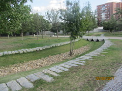 Madrid Rio : a marvel of urban planning! (d.kevan) Tags: madrid madridrio parksandgardens trees grass plants buildings stones people seats bridges dryriverbeds