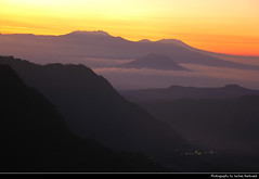 Sunrise seen from Mount Penanjakan, Bromo-Tengger-Semeru NP, Java, Indonesia (JH_1982) Tags: sunrise sonnenaufgang orto lever soleil levata sole nascer sol 日出 日の出 해돋이 восход mặt trời mọc شروق זריחה sky yellow orange red sun glow silhouette silhouettes purple mist fog foggy nebel clouds cloud cloudy morning dawn mount penanjakan pananjakan view mountains landscape nature scenery gunung bromo tengger semeru taman nasional np national park parque nacional nationalpark бромо тенгер семеру 布羅莫火山 ブロモ山 브로모산 java jawa 爪哇岛 ジャワ島 자와섬 ява indonesia indonesien indonésie 印度尼西亚 インドネシア 인도네시아 индонезия