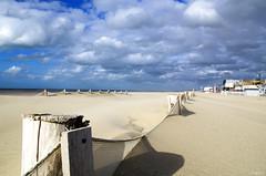Mailles (Atreides59) Tags: ciel sky nuages clouds nord mer sea beach plage sable sand jaune yellow blanc white bleu blue pentax k30 k 30 pentaxart atreides atreides59 cedriclafrance