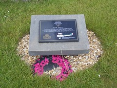 Squadron Commander Edwin Dunning DSC RNAS July 1892 - Aug 1917, Royal Oak Memorial Gardens, Scapa Beach, Orkeny Islands, June 2018 (allanmaciver) Tags: squadron commander edwin dunning hms furious dsc rnas sopwith plabe flying landing disaster aircraft warship lestweforget young man august 1917 courage allanmaciver