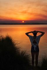 la meraviglia di un tramonto (mat56.) Tags: tramonto sunset sole sun colori colors light luce acqua water stagno pond ragazza girl donna woman cabras oristano sardegna atmosfera atmosphere antonio romei mat56 sky