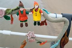 Hansel & Gretel (Glass Horse 2017) Tags: saltburn huntcliff sys saltburnyarnstormers yarnbombing knitted crochet wool pier beach figures characters books ajollygoodread 2018 hanselandgretel gingerbread fairytale