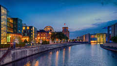 Berlin Regierungsviertel Blue Hour (Elenovela) Tags: berlin regierungsviertelberlin spree fluss river germany deutschland governmentdistrict bluehour blauestunde restlicht availablelight reichstag gebäude buildings architektur architecture stadt city himmel sky dämmerung dawn wasser water