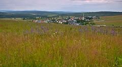 Blick auf Bozi Dar - Erzgebirge (Tschechien) (fleckchen) Tags: gottesgab bozidar erzgebirge tschechien gebirge wiesen gräser natur stadt städte himmel wälder häuser