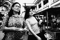 Peace (Meljoe San Diego) Tags: meljoesandiego fuji fujifilm x100f streetphotography shoulderbag vendor candid monochrome philippines