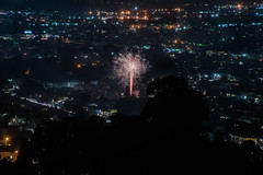 toler heights fireworks ll (pbo31) Tags: bayarea eastbay 4thofjuly holiday night black color summer nikon d810 boury pbo31 california fireworks 2018 independenceday pyrotechnics over view kingestateopenspace eastmont oakland alamedacounty illegal rooftops