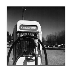 pump • arnay, burgundy • 2017 (lem's) Tags: pump gas station pompe essence n6 nationale 6 arnay le duc burgundy bourgogne zenza bronica