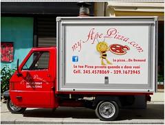 Una buona pizza non si rifiuta mai:-)) (antonè) Tags: apecar pizza ape trasporto rivendita olbia sardegna antonè piaggio triruote rosso pubblicità maya