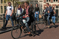 Leidsegracht - Amsterdam (Netherlands) (Meteorry) Tags: europe nederland netherlands holland paysbas noordholland amsterdam amsterdampeople candid streetscene people centrum centre center leidsegracht keizersgracht men homme guys male bicycle bicyclette vélo cyclist young teens twinks girls femmes bridge canal pont dutch printemps spring may 2018 meteorry