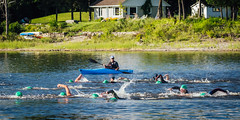 Swimmers and paddler ǀ Nageurs et pagayeur