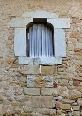 VILAMARí - finestra (Joan Biarnés) Tags: panasonicfz1000 pladelestany vilamarí 264 finestra