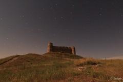 Vuelve a iluminarte Estrella... (cienfuegos84) Tags: castillo castle star stars estrella estrellas flores nocturna
