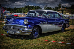 a cool blue & white BUICK classic car (Peter's HDR hobby pictures) Tags: petershdrstudio hdr buick classiccar race61 klassiker auto car gras himmel