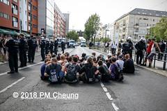 Rudolf-Heß-Gedenkmarsch 2018: Mord verjährt nicht! Gebt die Akten frei! Recht statt Rache  und Gegenprotest: Keine Verehrung von Nazi-Verbrechern! NS-Verherrlichung stoppen! – 18.08.2018 – Berlin –IMG_6189 (PM Cheung) Tags: rudolfhessmarsch wwwpmcheungcom berlin mordverjährtnichtgebtdieaktenfreirechtstattrache neonazis demonstration berlinspandau spandau friedrichshain hesmarsch rudolfhes 2018 antinaziproteste naziaufmarsch gegendemonstration 18082018 blockade npd lichtenberg polizei platzdervereintennationen polizeieinsatz pomengcheung antifabündnis rechtsextremisten protest auseinandersetzungen blockaden pmcheung mengcheungpo pmcheungphotography linksradikale aufmarsch rassismus facebookcompmcheungphotography keineverehrungvonnaziverbrechernnsverherrlichungstoppen antifaschisten mordverjährtnicht rudolfhesmarsch sitzblockaden kriegsverbrechergefängnisspandau nsdap nskriegsverbrecher geschichtsrevisionismus nsverherrlichungstoppen hitlerstellvertreterrudolfhes 17august1987 rathausspandau ichbereuenichts b1808 festderdemokratie verantwortungfürdievergangenheitübernehmen–fürgegenwartundzukunft rudolfhessmarsch2018 rudolfhesgedenkmarsch rudolfhesgedenkmarsch2018