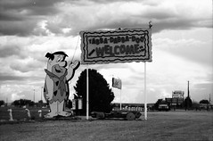 Bedrock City Park, AZ (cestlameremichel) Tags: bnw black white monochrome monochromatic argentique 35mm analog minolta konica dynax 40 rollei retro 80s usa roadtrip west america filmisnotdead analogue analogica contrast
